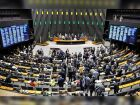Bate-boca entre senadores interrompe julgamento de Dilma