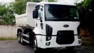 Secretaria de obras recebe caminhão basculante para manutenção de estradas da área rural