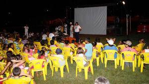 BONITO (MS): Cinema ao ar livre encanta moradores do jardim Bom Viver