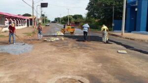 Prefeitura realiza manutenção de asfalto na avenida Pilah de Rebuá em BONITO (MS)