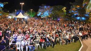 Cerca de 10 mil pessoas participam de abertura e shows do 1º dia do Festival de Inverno de BONITO