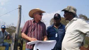 Governo executa serviço que colocará quilombolas em nova área livre de enchentes em BONITO
