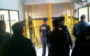 Policiais encontram celulares durante operação 'Pente Fino' em presídio em JARDIM