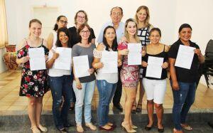 Prefeito dá posse a professores e atendentes da Rede Municipal em Bonito (MS)