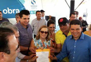 Vereadores entregam reivindicações ao governador Reinaldo durante entrega de obras em Bonito (MS)