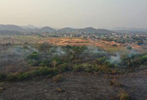 Incêndio destrói 200 hectares e aceiro construído as pressas impede fogo de chegar em Bodoquena