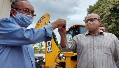 Retroescavadeira é o 28º veículo entregue pela Prefeitura em 4 anos em Bonito (MS)