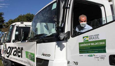 BONITO e mais 25 cidades recebem do Governo de MS, caminhões para recuperar estradas vicinais