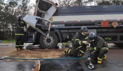 Caminhoneiro morto em acidente é identificado