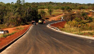 Governador vistoria obras em rodovias que levam progresso para distritos de Jaraguari