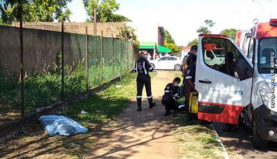 Batida entre moto e caminhonete mata duas pessoas na Capital