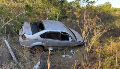 Motorista dorme ao volante e carro capota várias vezes em barranco na MS-162