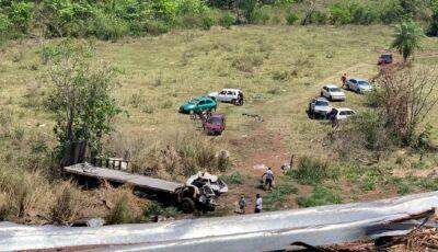 Caminhão cai em ribanceira e douradense morre na Serra de Maracaju