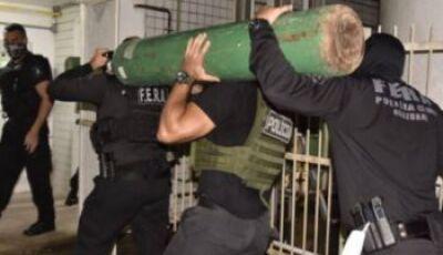 Polícia apreende caminhão com 33 cilindros de oxigênio em Manaus