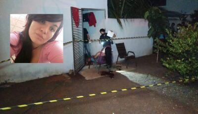 Mulher é assasinada a tiros na frente de casa em MS