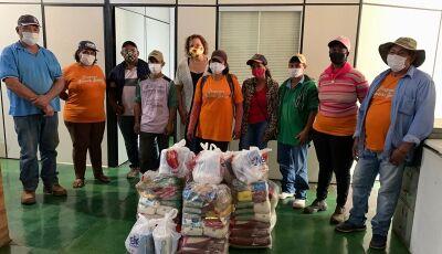 Garis do 'Programa Fazendo Bonito' também recebem cestas básicas em homenagem da SAS