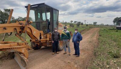 Trabalhos na zona rural não param e prefeito acompanha de perto em Bonito (MS)