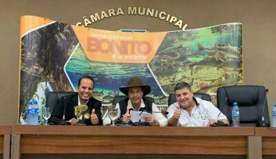 Durante visita, Ministro de Turismo é agraciado com o Prêmio Piraputanga em Bonito (MS)