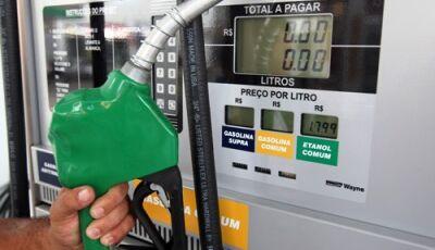Preço da gasolina diminui e do diesel sobe hoje nas refinarias