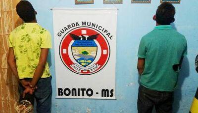 Homens são presos após tentar agredir guardas municipais, um deles tentou agredir esposa em Bonito