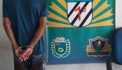 Polícia Militar prende autor e apreende adolescente por porte de drogas em bairro de Bonito