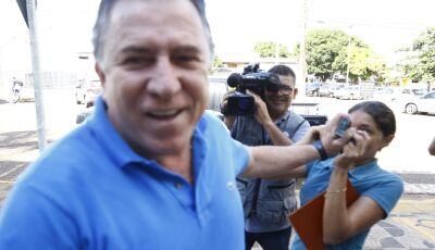 Edson Giroto se apresenta à PF e agride repórter