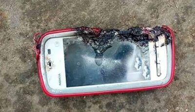 Garota morre após celular explodir enquanto carregava