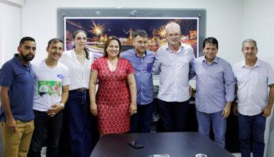 Com prefeita Márcia, Geraldo vistoria obras e  hospital que será reformado em Antônio João