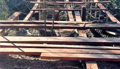 Prefeitura reconstrói ponte de madeira sobre o Rio do Peixe em Bonito (MS)