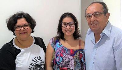 Odilson encontra com as pesquisadoras que realizam trabalho sobre devoção ao Sinhozinho em Bonito