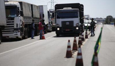 Caminhoneiros entram no oitavo dia de greve com 19 pontos de bloqueio em MS