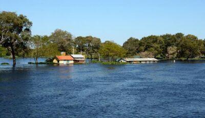 Enchente do rio Paraguai faz prefeitura de Corumbá decretar situação de emergência