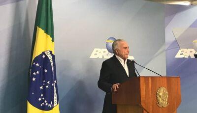 Temer anuncia redução de R$ 0,46 no litro do diesel por 60 dias e atende pedido de caminhoneiros