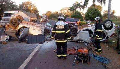 Dois morrem após colisão frontal e explosão de veículos em Miranda (MS)
