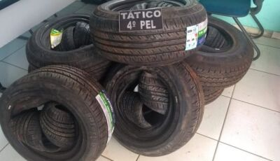 JARDIM: Em ocorrências distintas, PM apreende 33 pneus e 132 pacotes de cigarros contrabandeados