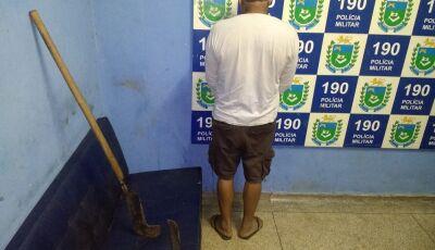 PMA prende escondido embaixo de cama padrasto que tentou matar enteada