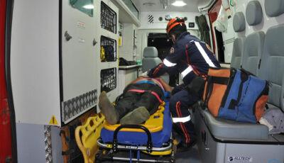 Motociclista fica gravemente ferido ao bater em caminhonete na BR-163