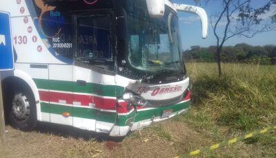 Vereador bate carro em ônibus e morre na BR-163