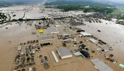 Fortes chuvas inundam, deixam 21 mortos e mantêm Japão em alerta máximo
