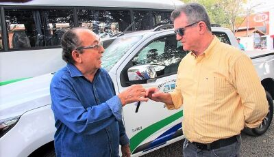 Odilson entrega micro-ônibus de até 33 lugares a Saúde e caminhonete ao Turismo em Bonito (MS)
