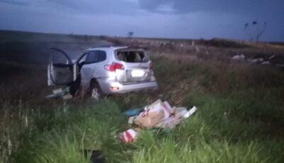 Veículo carregado com 1,8 tonelada de droga capota e traficante morre