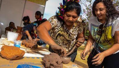 Oficina de artesanato indígena trouxe contato com ancestralidade durante FIB em Bonito (MS)