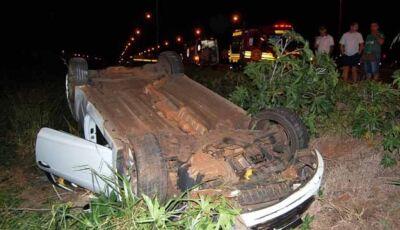 Veículo capota e duas pessoas ficam feridas nas estradas do MS