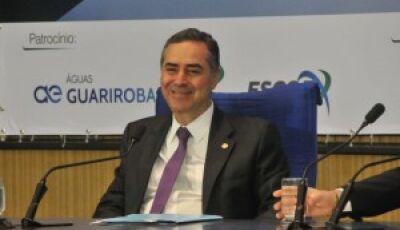 "Ministro Barroso afirma que país vive momento difícil de ""tempestade ética"""