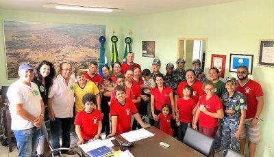 BONITO (MS): No gabinete, Prefeito recebe visita de dirigentes e alunos da Pestalozzi