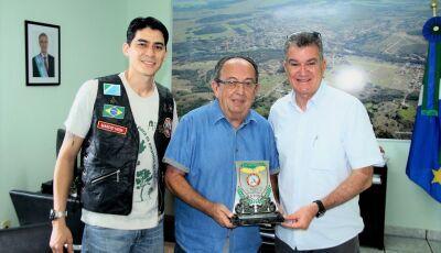Prefeito recebe homenagem do Moto Clube Bodes do Asfalto em Bonito (MS)