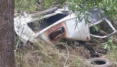 Motorista morre após caminhão cair de serra na MS-382 na região de Bonito (MS)