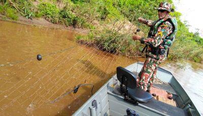 No Rio Miranda, PMA autua pescador por pesca ilegal, apreende pescado e um pescador foge