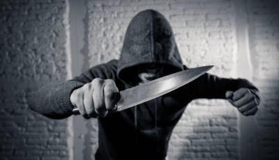 Populares seguram jovem querendo matar a ex-mulher com faca até PM chegar em bairro de Bonito (MS)