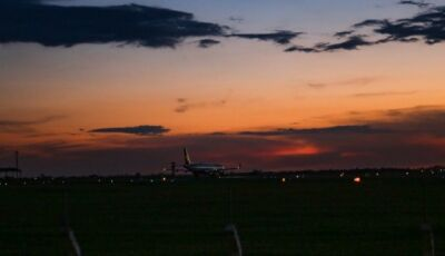 Durante voo, comandante emociona passageiros ao falar de amor por MS